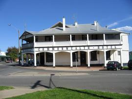 Commonwealth Hotel - Accommodation Nelson Bay