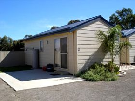 Moonta Bay Cabins - Accommodation Nelson Bay