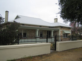 Naracoorte Cottages - MacDonnell House - Accommodation Nelson Bay