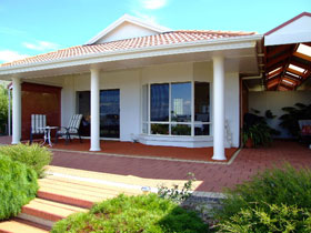 Close Encounters Bed and Breakfast - Accommodation Nelson Bay