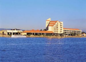 The Lakes Resort Hotel - Accommodation Nelson Bay