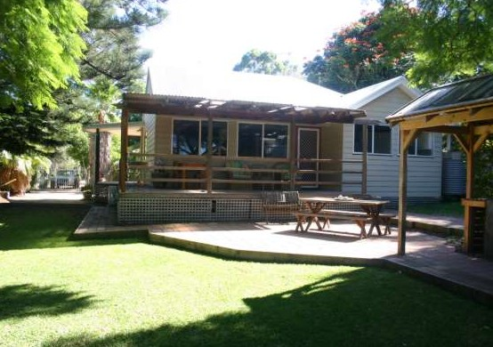 Pine Cottage - Accommodation Nelson Bay