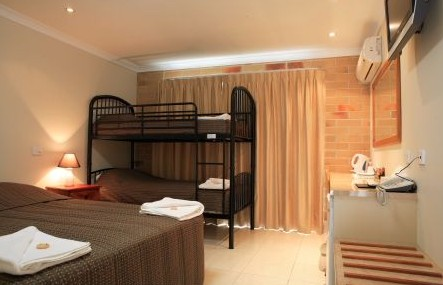 Emerald Central Palms Motel - Accommodation Nelson Bay