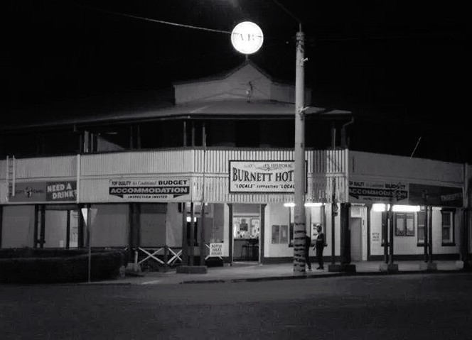 Burnett Hotel - Accommodation Nelson Bay