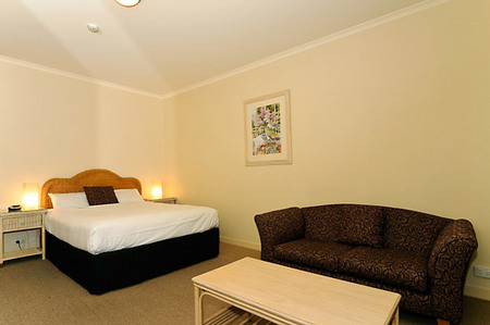 Quality Hotel Tiffins on the Park - Accommodation Nelson Bay