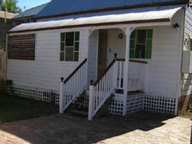 A Pine Cottage - Accommodation Nelson Bay