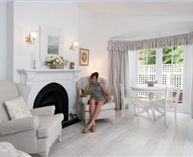 White Dove Cottage Bed and Breakfast - Accommodation Nelson Bay