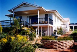 Lovering's Beach Houses - The Whitehouse Emu Bay - Accommodation Nelson Bay
