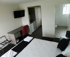 Dooleys Tavern and Motel Springsure - Accommodation Nelson Bay