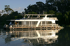 Whitewater Houseboat - Accommodation Nelson Bay