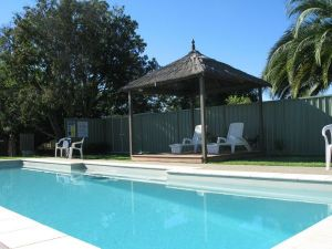 Golden Chain Wine Village Motor Inn - Accommodation Nelson Bay