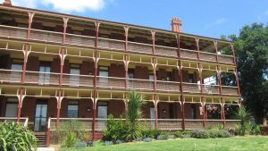 Yarra House - Accommodation Nelson Bay