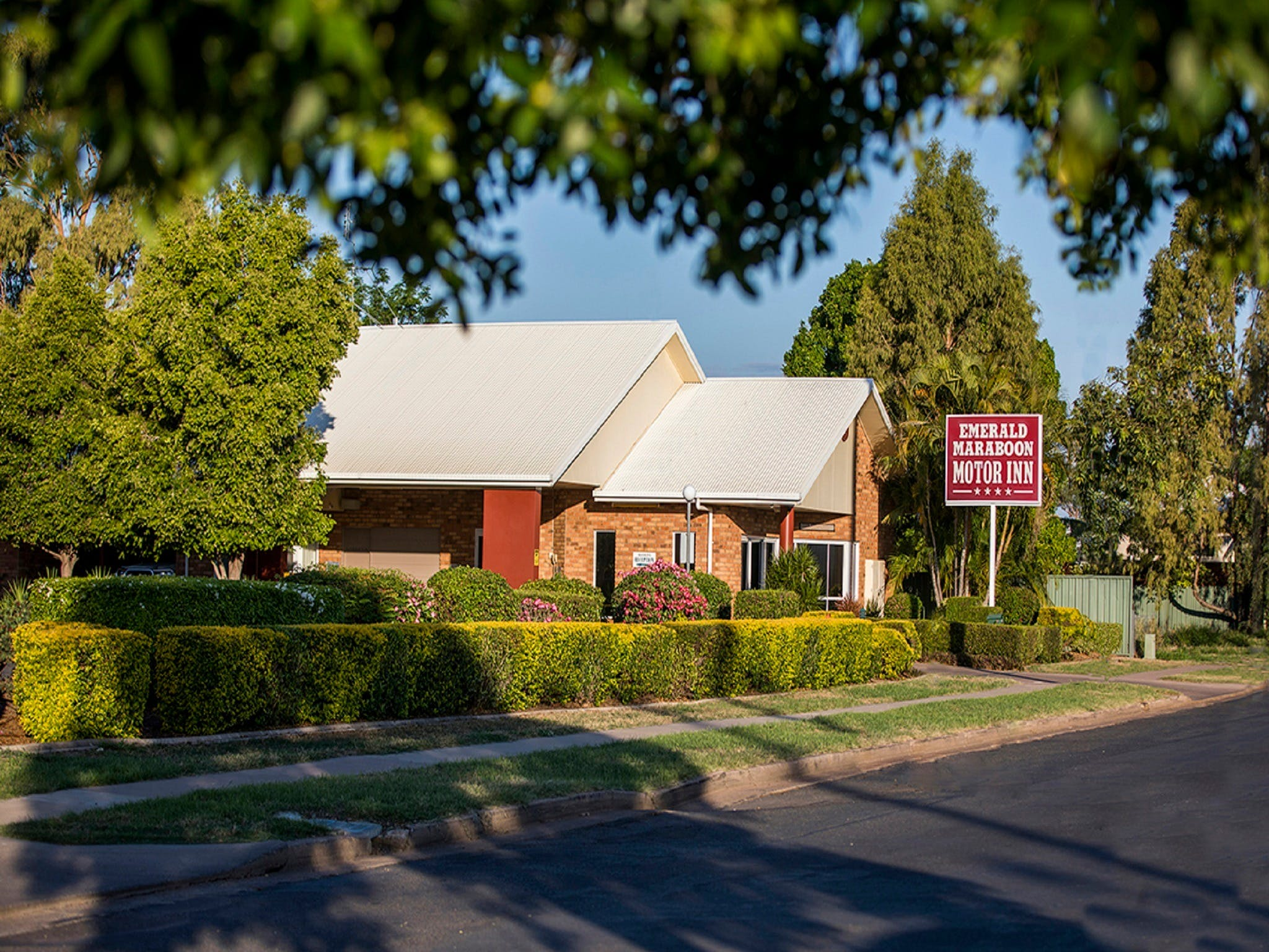 Emerald Maraboon Motor Inn - Accommodation Nelson Bay