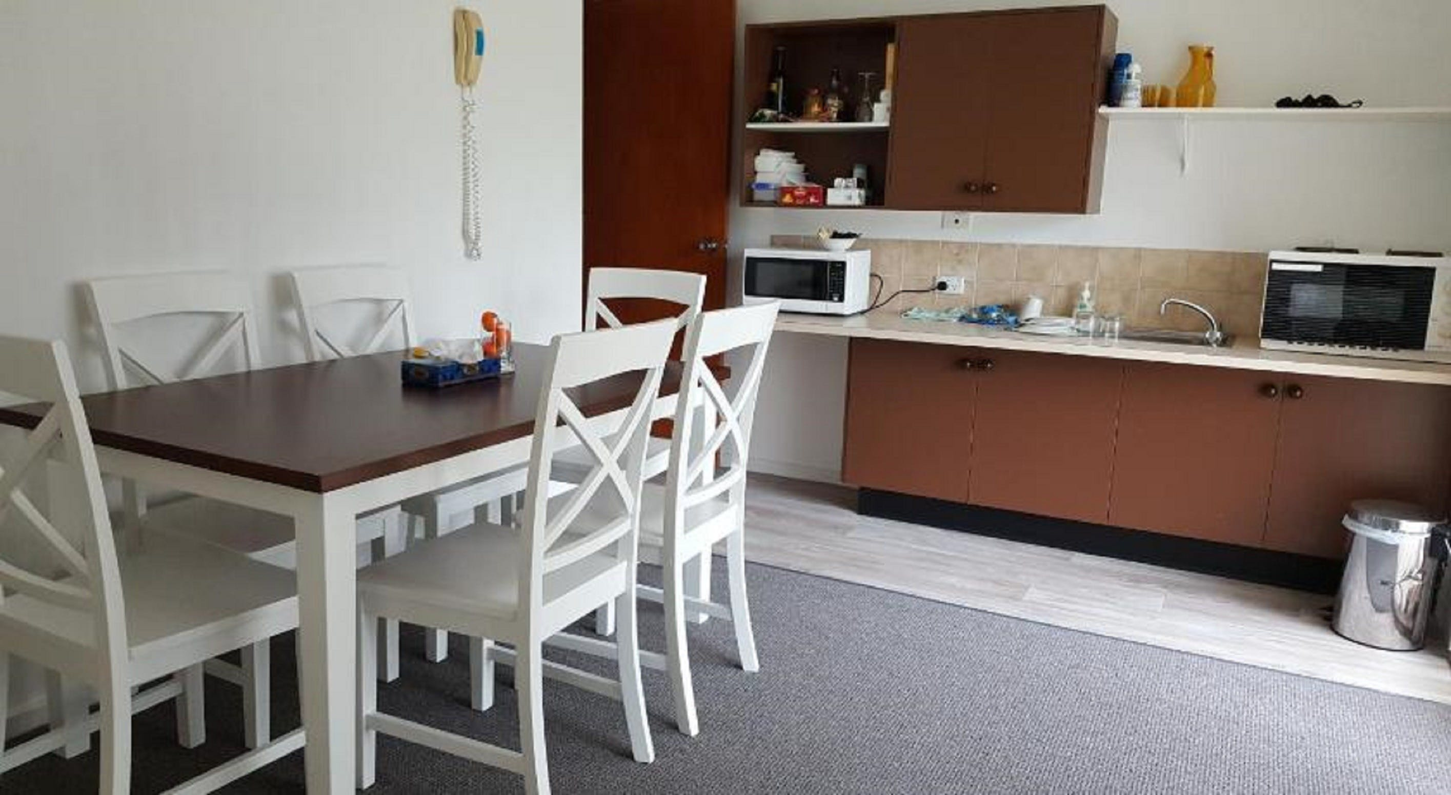 Tabourie Lake Motor Inn - Accommodation Nelson Bay