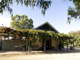 Lake Breeze Wines - Accommodation Nelson Bay