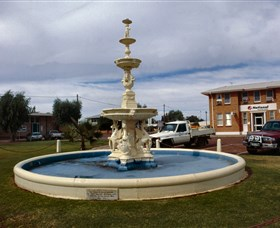 Cunnamulla War Memorial Fountain - Accommodation Nelson Bay