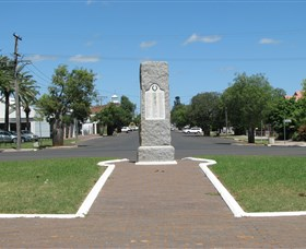 War Memorial and Heroes Avenue Roma - Accommodation Nelson Bay