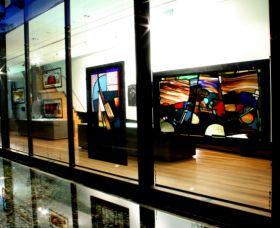 National Art Glass Collection - Accommodation Nelson Bay