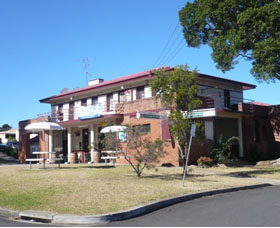 Hotel Oaks - Accommodation Nelson Bay