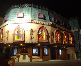 Draculas Cabaret Restaurant - Accommodation Nelson Bay