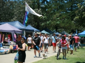 Broadbeach Art and Craft Markets - Accommodation Nelson Bay