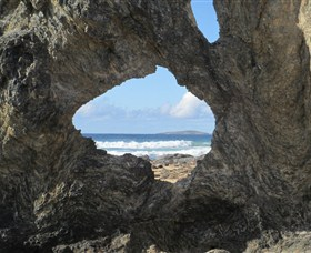 Glasshouse Rocks and Pillow Lava - Accommodation Nelson Bay