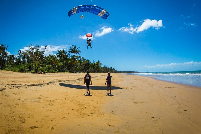 Beach Skydive from up to 15000ft over Mission Beach - Accommodation Nelson Bay