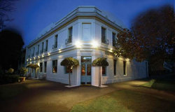 O'Connells Centenary Hotel - Accommodation Nelson Bay