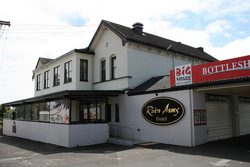 River Arms Hotel - Accommodation Nelson Bay