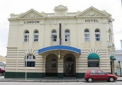 The London Hotel - Accommodation Nelson Bay