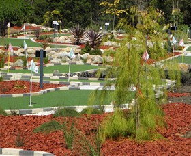 Hole Mini Golf - Club Husky - Accommodation Nelson Bay