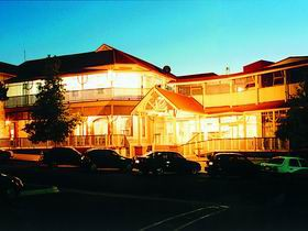 Loxton Community Hotel Motel - Accommodation Nelson Bay