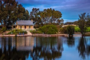 Stonewell Cottages and Vineyards - Accommodation Nelson Bay