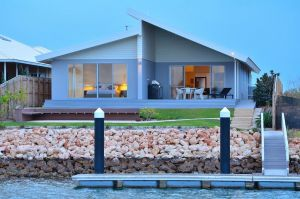 The Carnarvon Luxury Canal Home - Accommodation Nelson Bay