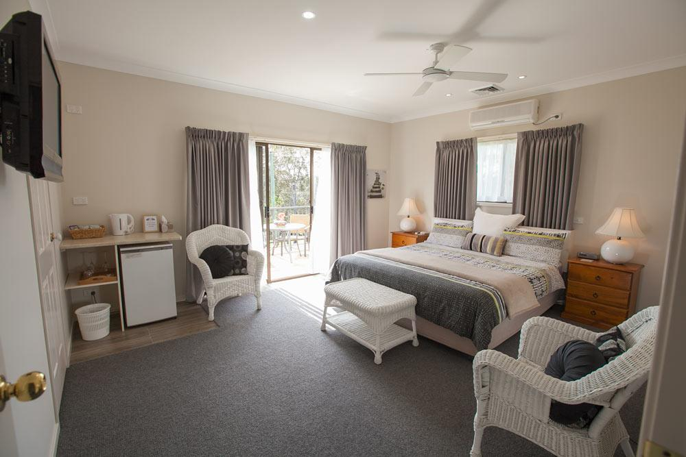 Batemans Bay Manor - Bed and Breakfast - Accommodation Nelson Bay